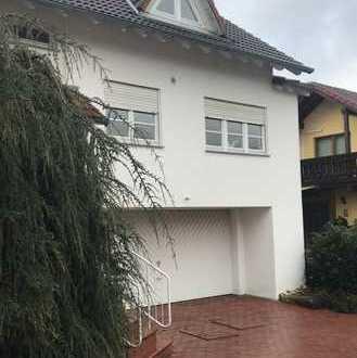 Schöne möblierte Doppelhaushälfte mit Gartenterrasse und Doppelgarage