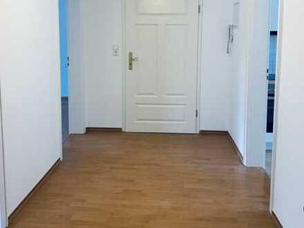Außergewöhnliche sanierte drei Zimmer Wohnung in kleiner Stadtvilla ab 1.8/9. 2020 zu vermieten
