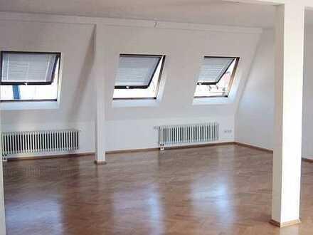 Bezugsfrei: 2-Zimmer-Dachgeschosswohnung in Karlsruhe, Denkmalschutz