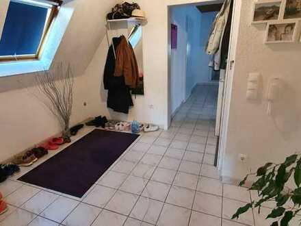 Vollständig renovierte 2-Zimmer-DG-Wohnung mit Balkon und Einbauküche in Schifferstadt