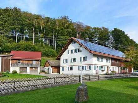 Charmantes Bauernhaus mit Werkstatthalle und großem Grundstück bei Wolfegg