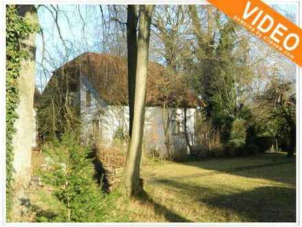 SCHMUCKSTÜCK MIT VIEL PLATZ!!  Charmantes Einfamilienhaus auf traumhaften Grundstück