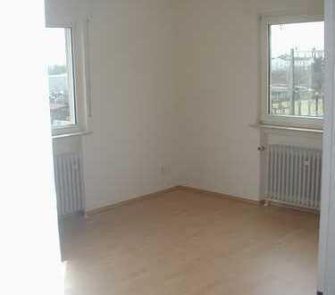 Gemütliche, helle 3-Zimmer-Dachgeschosswohnung mit Balkon in Ortsrandlage