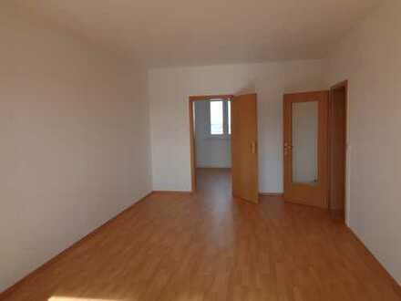 3Zi Wohnung;Wannenbad,Balkon,Laminat;Aussenstellplatz inklusive-ab sofort