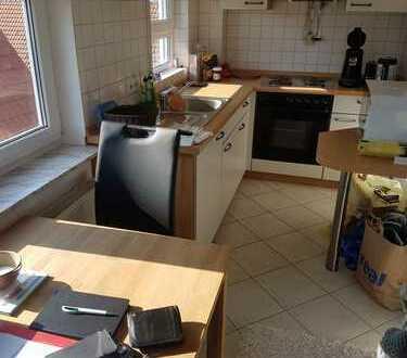 Gepflegte 2-Zimmer-DG-Wohnung mit Balkon und Einbauküche in Tübingen-Bühl