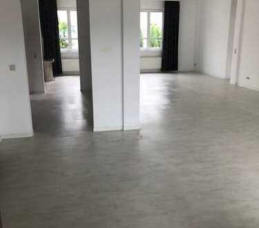 Großes helles Büro 169m², 3-Zimmer mit Bad, Küche, Balkon und separatem Eingang
