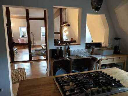 Stilvolle, gepflegte 3-Zimmer-Dachgeschosswohnung mit EBK in Heidelberg