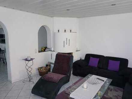 Stilvoll wohnen - großzügige 3,5-Zimmerwohnung in einem gepflegten 3 Familienhaus