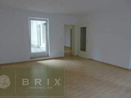 Schicke 2 Zimmer-Erdgeschoss-Wohnung mit XXL Terrasse (40m²) Nähe der Schweitzer Straße!