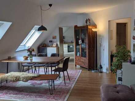 Helle, gepflegte Dachgeschosswohnung mit 3,5 Zimmern und Einbauküche in Königsbronn
