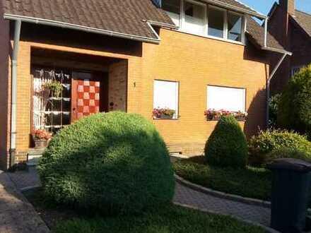 Gepflegte 2 Zimmer Wohnung in Heinsberg-Oberbruch mit Balkon, Küche, Keller