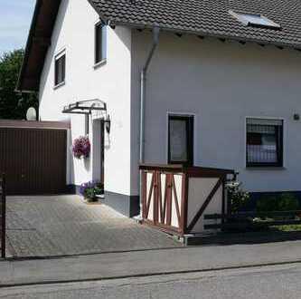 Doppelhaushälfte mit Garage in der Kreisstadt Altenkirchen