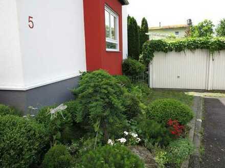 Attraktives Endreihenhaus mit schönem Garten in 70499 Stuttgart, ca. 194 m² Wohn- u. Nutzfl.