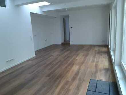 5-Zimmer- Erdgeschoßwohnung