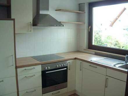 Schöne Drei-Zimmer-Hochparterre-Wohnung mit Balkon und Einbauküche in Filderstadt-Sielmingen