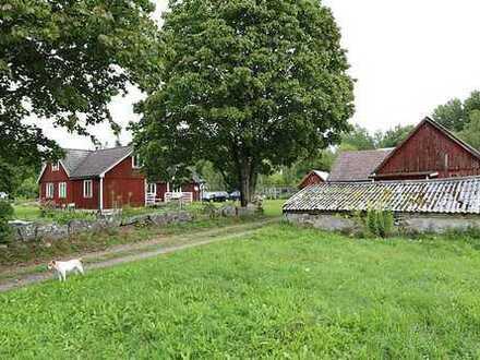 Kleinerer Hof mit 2,3 ha Land außerhalb von Glimåkra