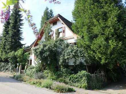 Liebhaberhaus, riesiger, idyllischer Garten, Hof, grüne Lage, Garage, Carports......weitere Bebauung
