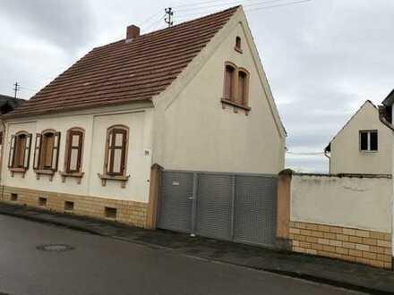 Altes Haus mit fünf Zimmern in Rhein-Pfalz-Kreis, Neuhofen