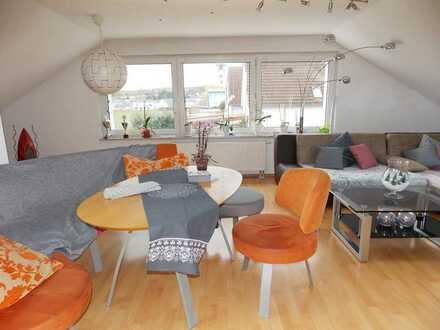 Helmstadt: Komfortable Dachgeschoss-Whg. in ruhiger Lage, Dachterrasse, KFZ-Stellpl.