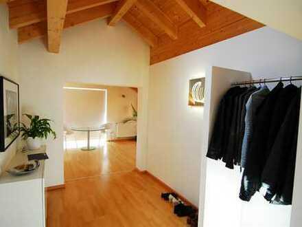 Sehr schöne 4 Zimmer Dachgeschoss Wohnung mit Balkon