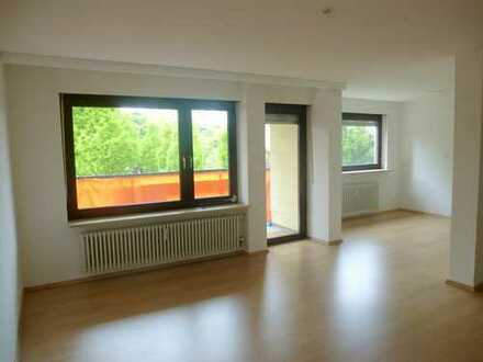 Schön geschnittene 3,5 Zimmer Wohnung, komplett renoviert, in Pforzheim Sonnenhof