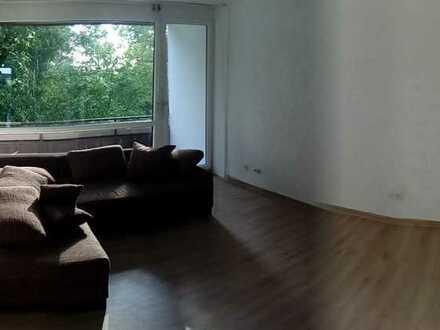 Teilmodernisierte 3-Zimmer-Nichtraucherwohnung mit 2 Balkone und EBK in Linkenheim-Hochstetten
