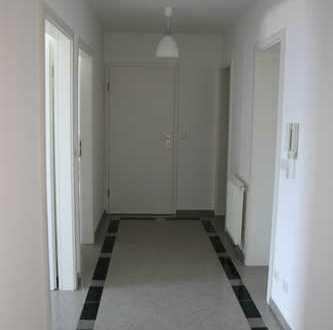 Vollständig renovierte 4-Zimmer-Wohnung + Balkon+Garage+Stellplatz in Pforzheim Büchenbronn