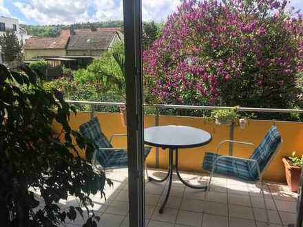 Helle Wohnung in Schweinheim mit sonnigem Balkon