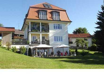 Villa - Hochwertige 2-Zimmer-Wohnung mit Wohnküche und Balkon in Hohenschäftlarn