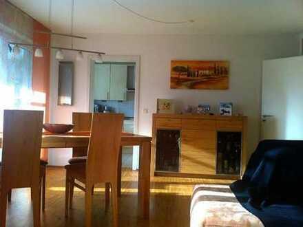 Stilvolle, neuwertige 3-Zimmer-Wohnung mit Balkon und Einbauküche in Schwaig bei Nürnberg