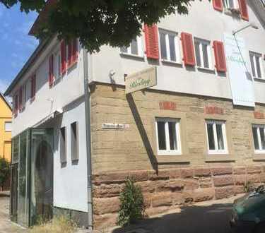 i-mobilien.de: Gaststätte (frühere Weinstube mit Gewölbe) und 4 Zimmerwohnung inclusive!