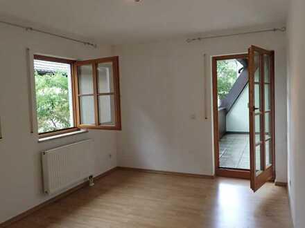 Gepflegte 3-Zimmer-Wohnung mit Balkon und Einbauküche in Absberg