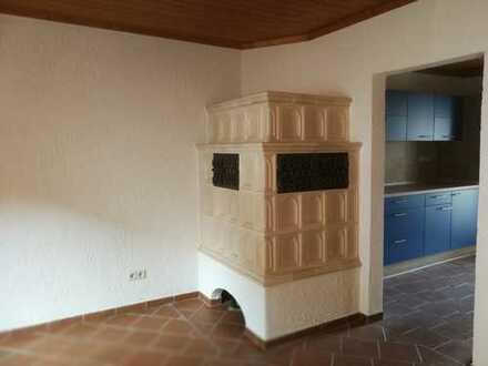 Zu vermieten: Einfamilienhaus mit Garten und großer Garage