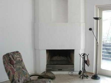 renovierte 4-Zimmer-Wohnung mit überdachtem Balkon und Einbauküche in Karlruhe