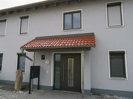 Zweitbezug mit Balkon: attraktive 4-Zimmer-Maisonette-Wohnung in Sarching