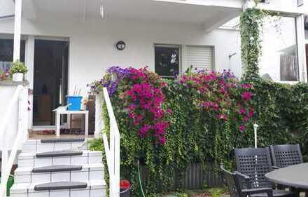 18 Quadratmeterzimmer in einer 3 Zimmerwohnung mit schönem großen Garten