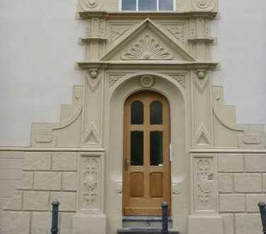 Schöne vier Zimmer Wohnung, Küche, Diele, Bad in Bonn-Zentrum mit Stellplatz