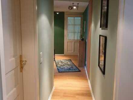 Exklusive, restaurierte und frisch möbilierte 2-Zi-Wohnung mit großem Bad und moderner EBK