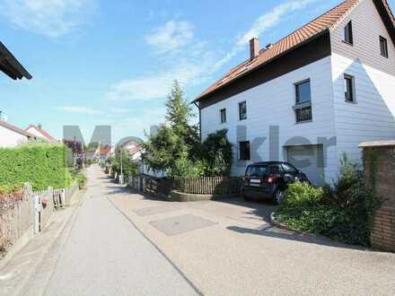 Ländliche Idylle nahe Regensburg: Charmantes MFH mit 3 WE und schönem Garten in Obertraubling