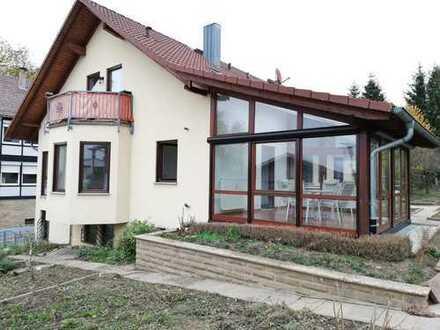 Gepflegte 2-Zimmer-DG-Wohnung mit Balkon und Garten