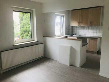Nähe Waller Friedhof - renovierte 2-3 -Zimmer-Whg. mit geräumiger Wohnküche in gepflegtem Haus