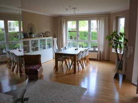 Helle, großzügige, ruhig gelegene 4-Zimmer-Wohnung in Oldenburg (Oldenburg)