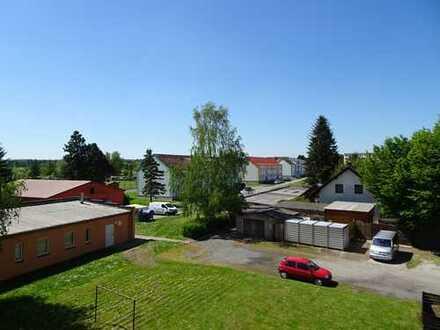Privat 2 Raum Wohnung mit Balkon, Schule, Bus und Einkaufen vor Ort