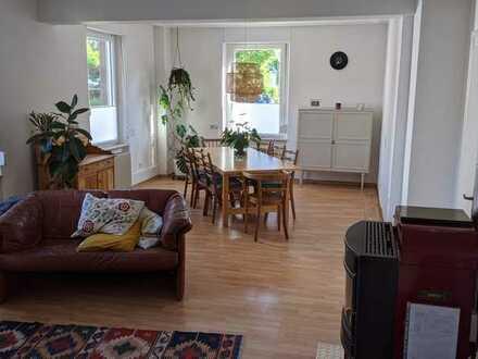 Schöne 2,5-Zimmer-Hochparterre-Wohnung mit Terasse und Einbauküche in Bühl (zentral)