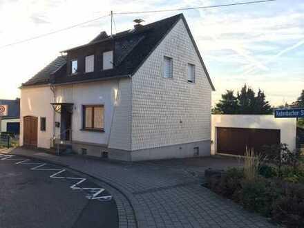 Älteres Einfamilienhaus mit sechs Zimmern und grossem Garten
