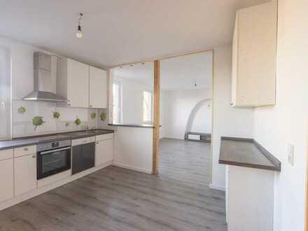 Vollständig renovierte 3-Raum-Wohnung mit Einbauküche in Hackenheim