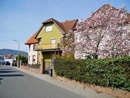 Sandsteinhaus mit Balkonen, Garten und Garage in Edenkoben