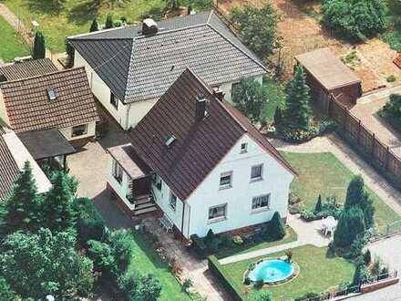 2 Einfamilienhäuser auf einem herrlichen rd. 1240m² großen Grundstück