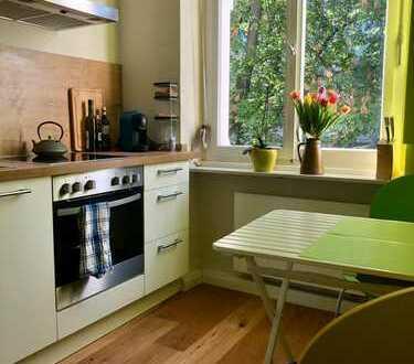 Sonnige möblierte 2-Zimmer-Wohnung mit Balkon und EBK in Südstadt