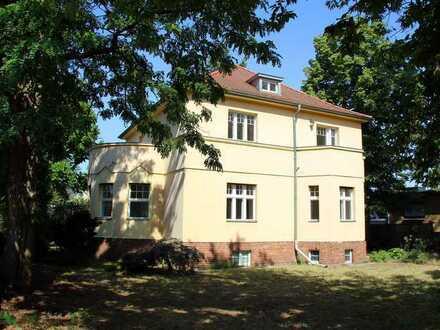 Wohn- und Geschäftsvilla (das 1.216 m² Grundstück ist teilbar)